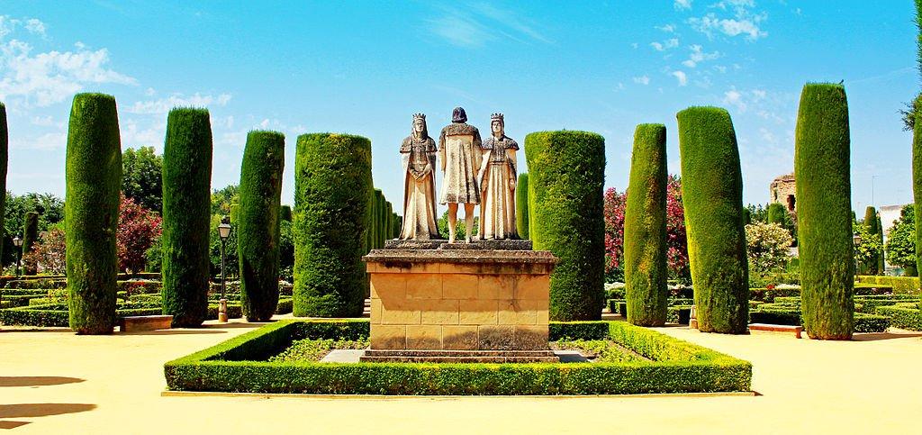Estatua de los reyes en el Alcázar.