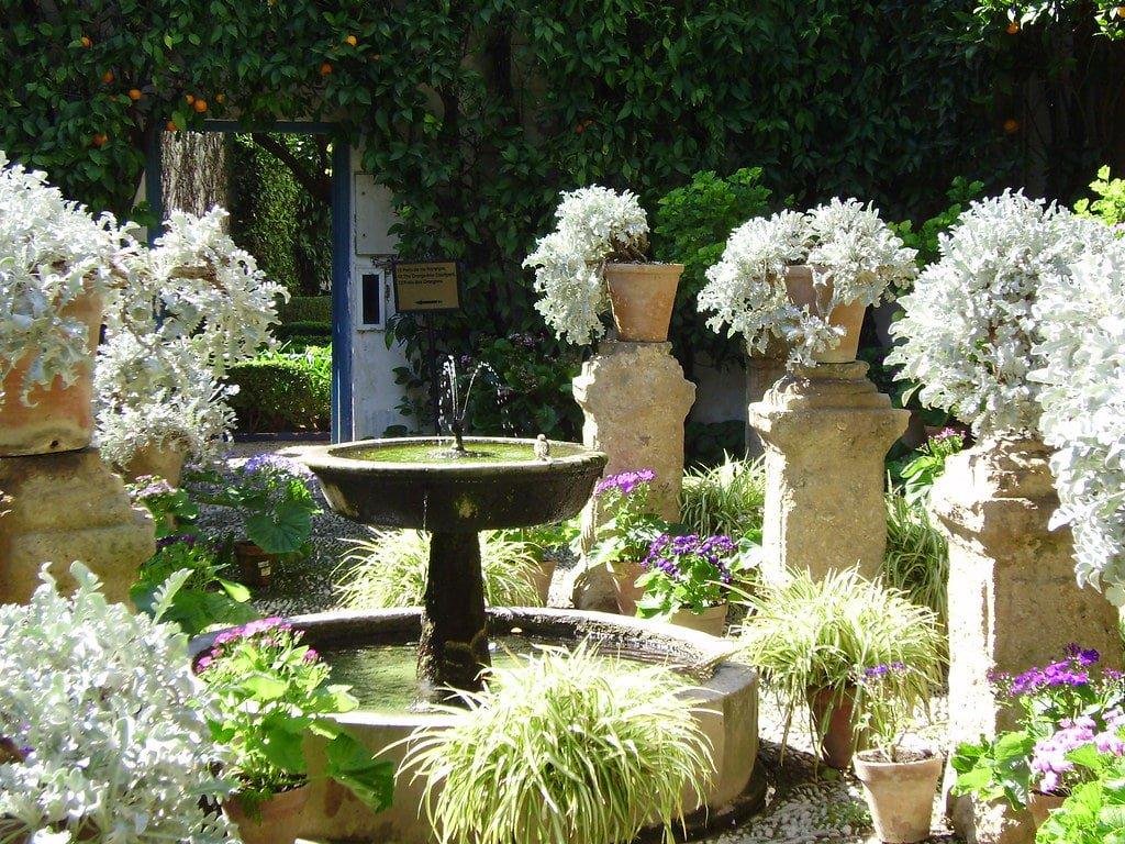 Fuente en uno de los patios del Palacio de Viana.
