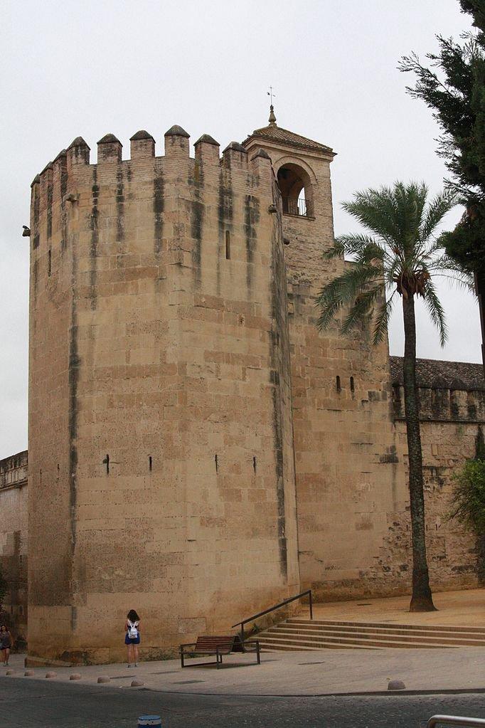 Torre del Homenaje desde la calle.
