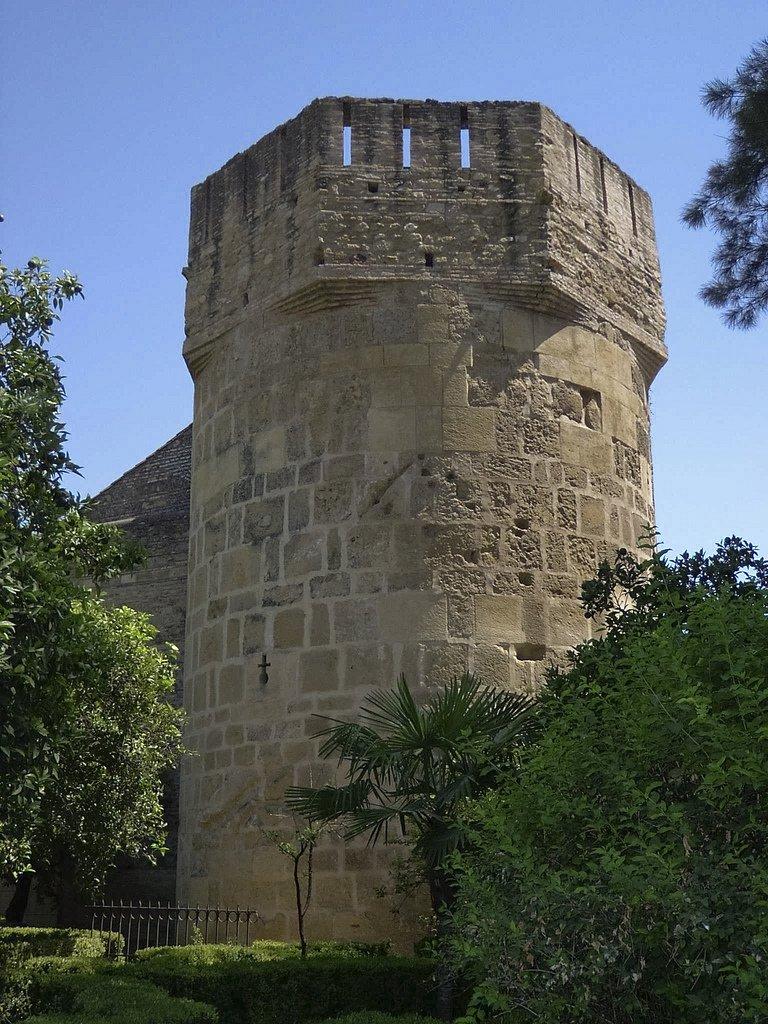 Torre de la Inquisición desde el jardín.
