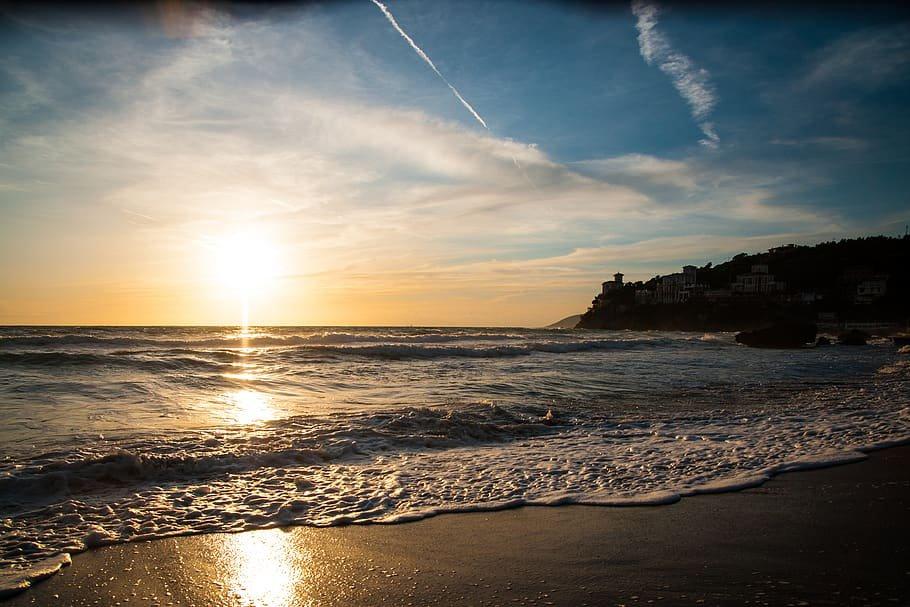 Atardecer desde la playa de Salerno, en la Costa Amalfitana