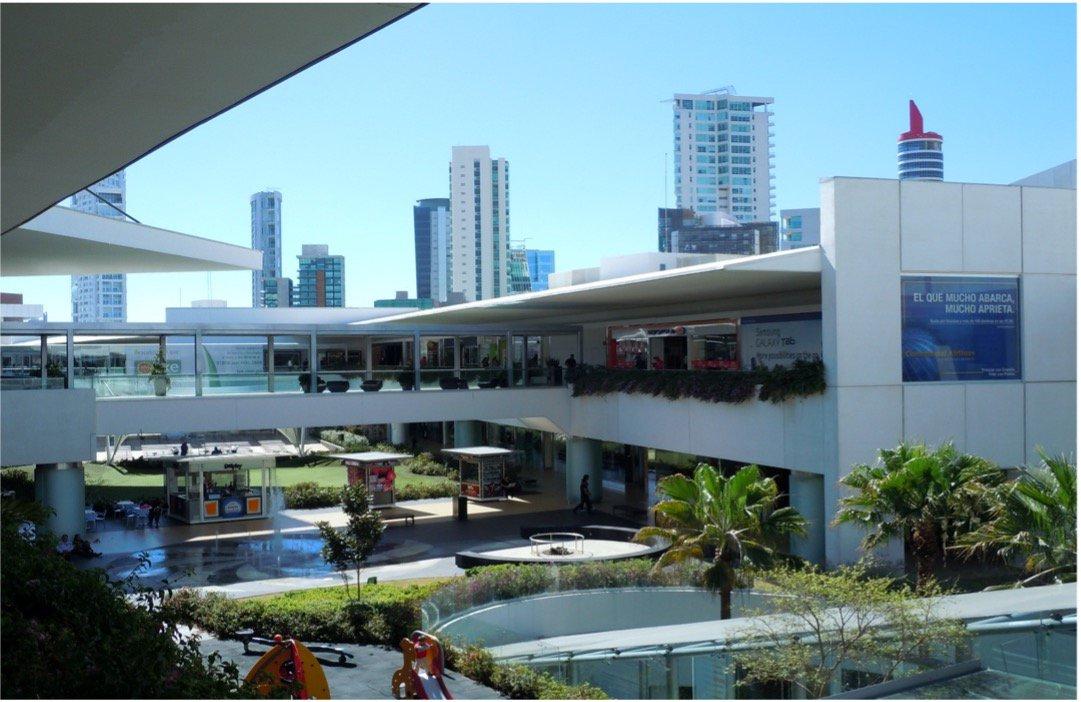 Zona interna del Centro comercial Andares en Zapopan