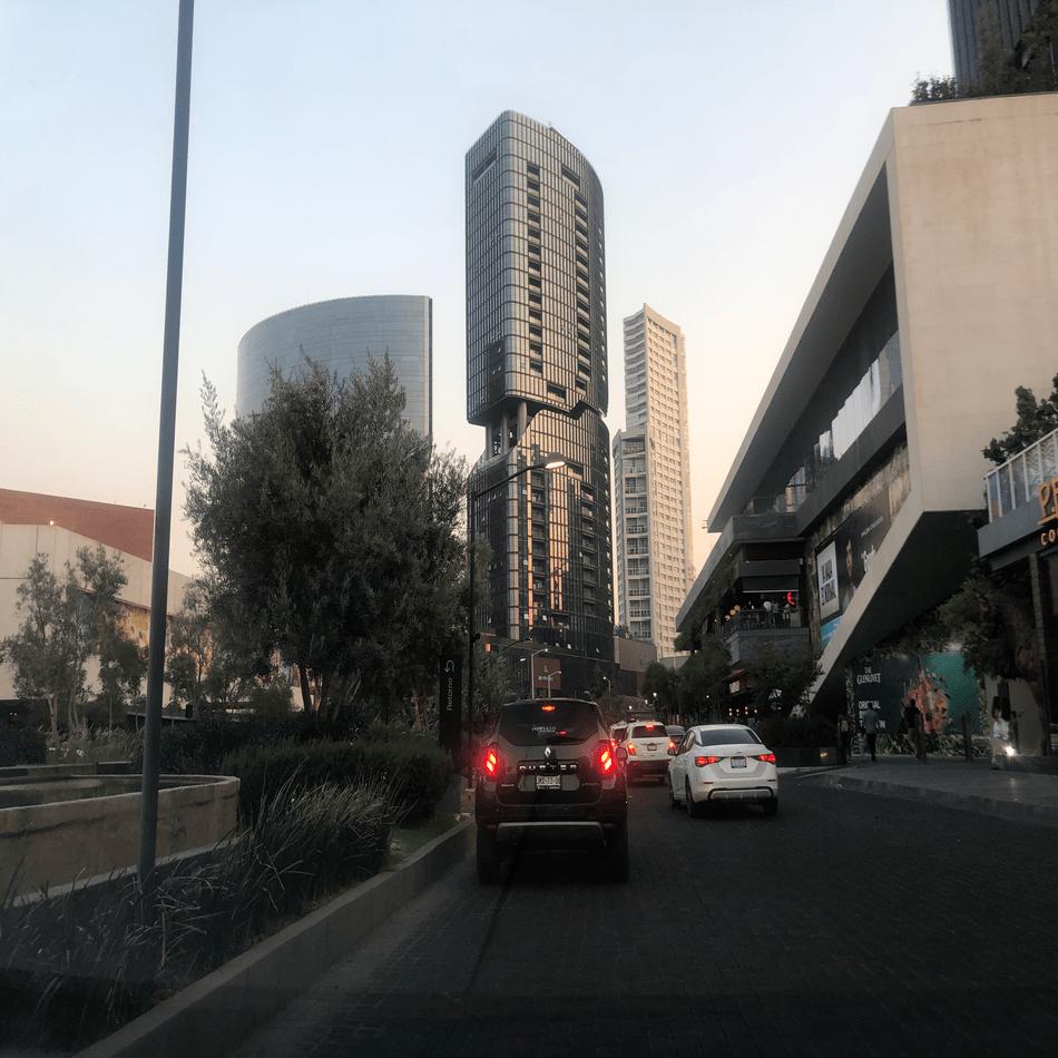 Edificios en la zona de Paseo Andares al atardecer