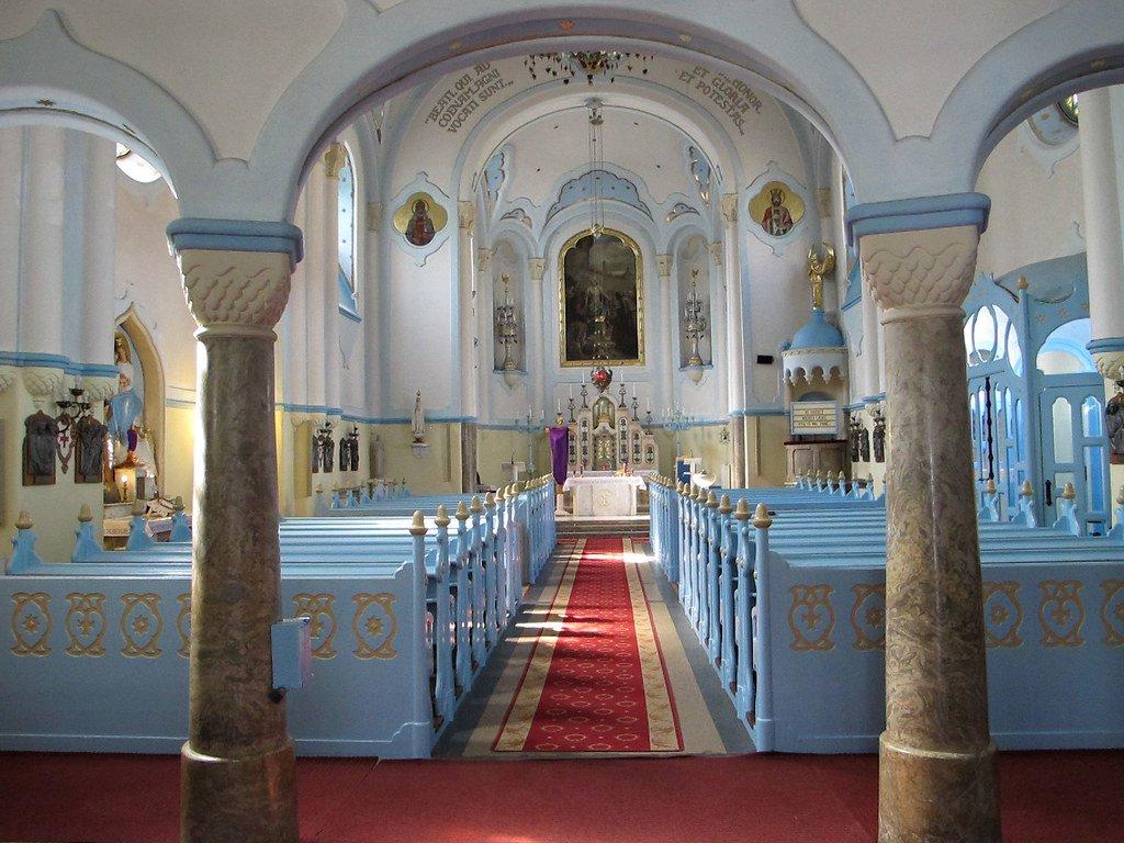 Imagen del interior de la Iglesia azul
