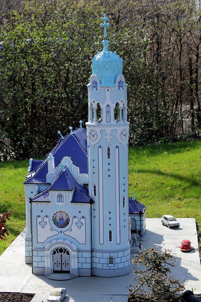 Maqueta de la Iglesia azul en representación de Eslovaquia dentro del Parque Mini Europa