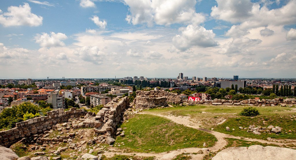 Complejo arqueológico situado sobre una de las siete colinas de Plovdiv