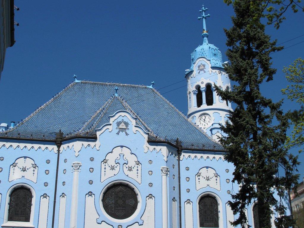 La puerta norte de la Iglesia azul