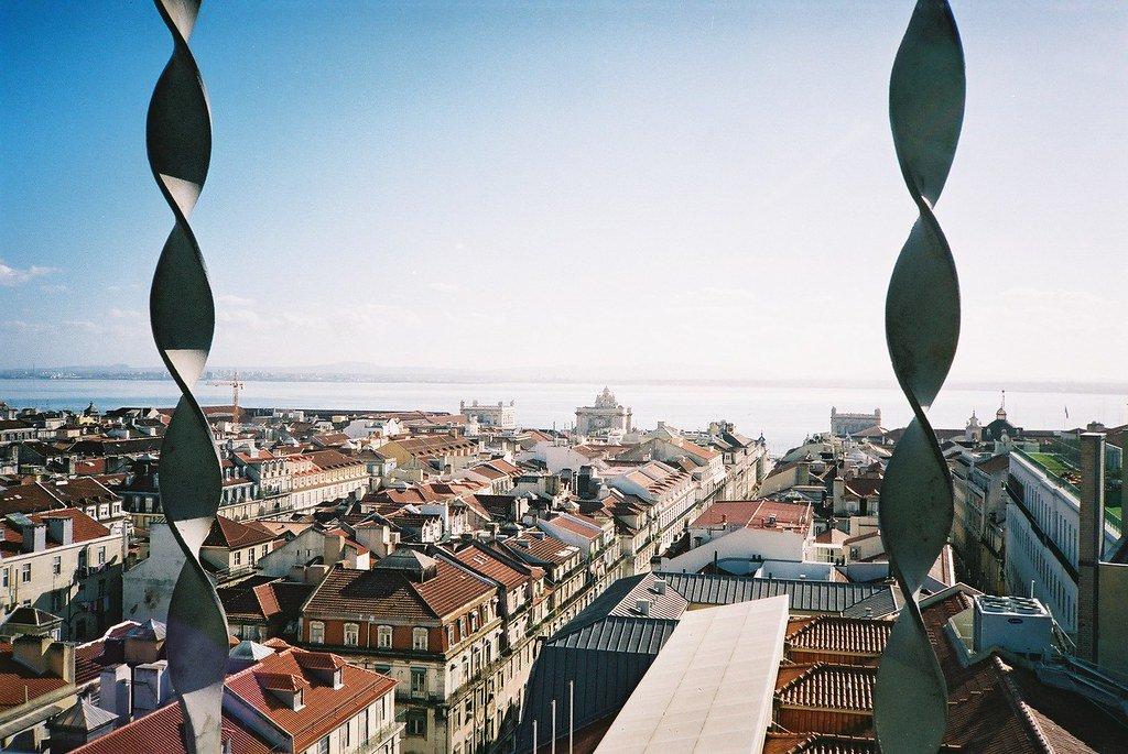 Vistas de Lisboa desde lo alto del mirador del Elevador de Santa Justa