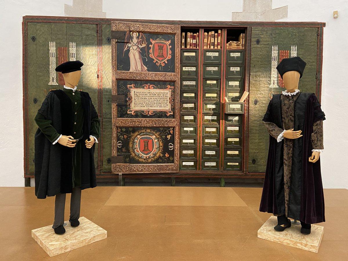 Antiguo armario que se utilizaba de archivo en Tortosa.