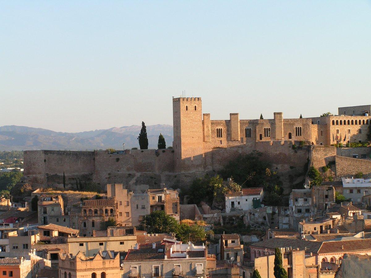 Vista en prespectiva del castillo de la Zuda de Tortosa.