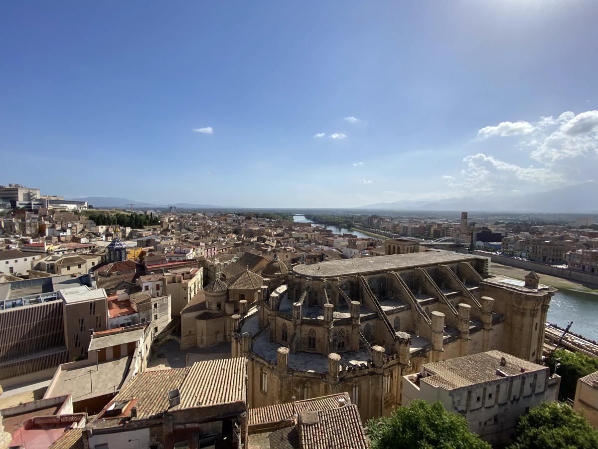 Vista de la catedral de Tortosa desde el mirador de la Zuda.