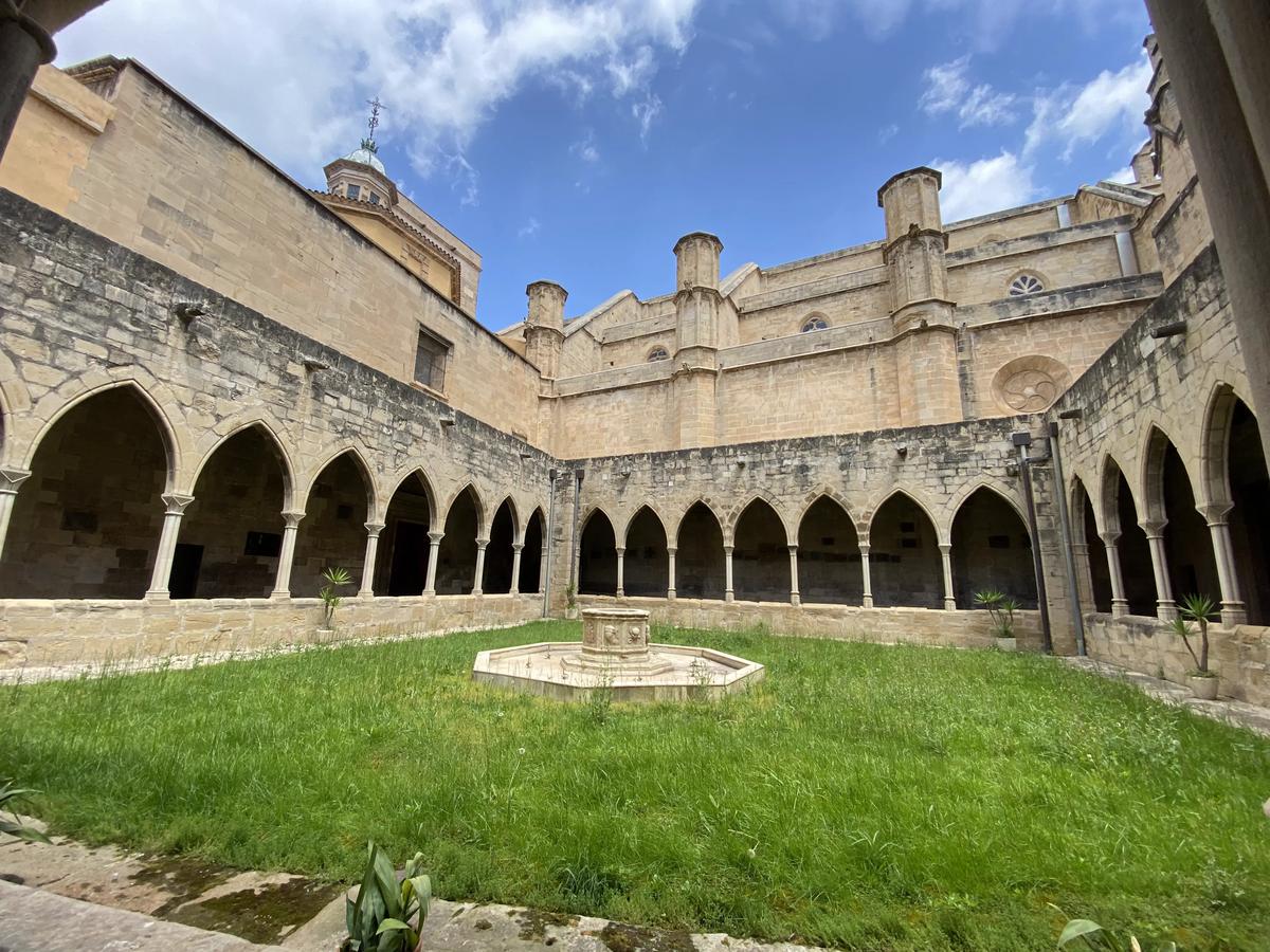 Claustro en el interior de la Catedral de Tortosa.