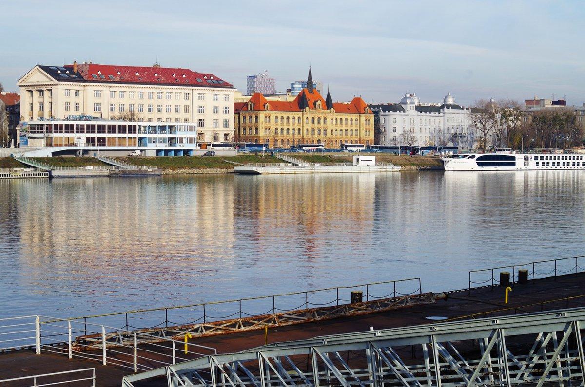 Río Danubio en Bratislava.