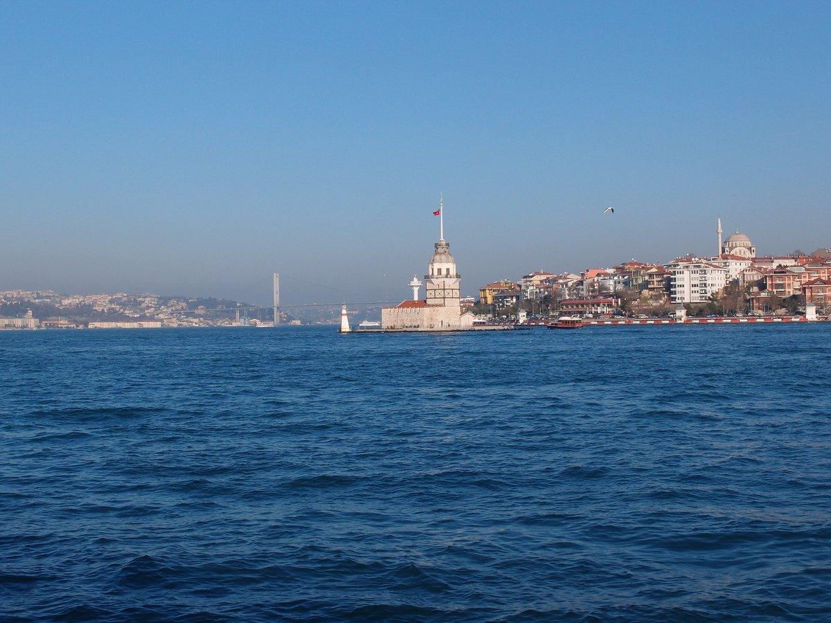 Vista desde el mar de una de las islas Príncipe de Turquía.