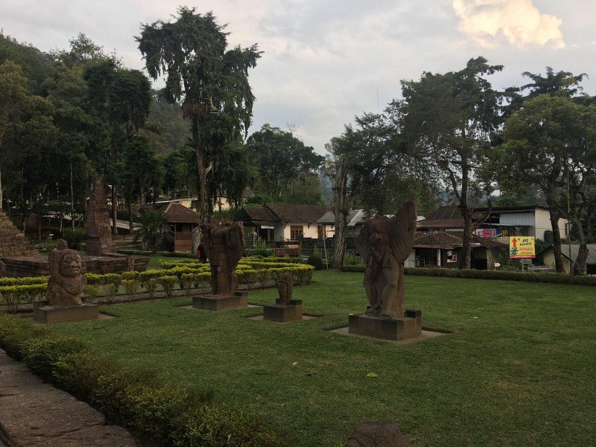 Jardines en Candi Sukuh