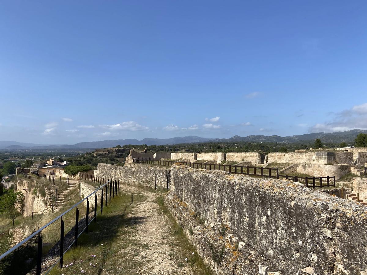 Pate superior de uno de los muros de las Avanzadas de San Juan.