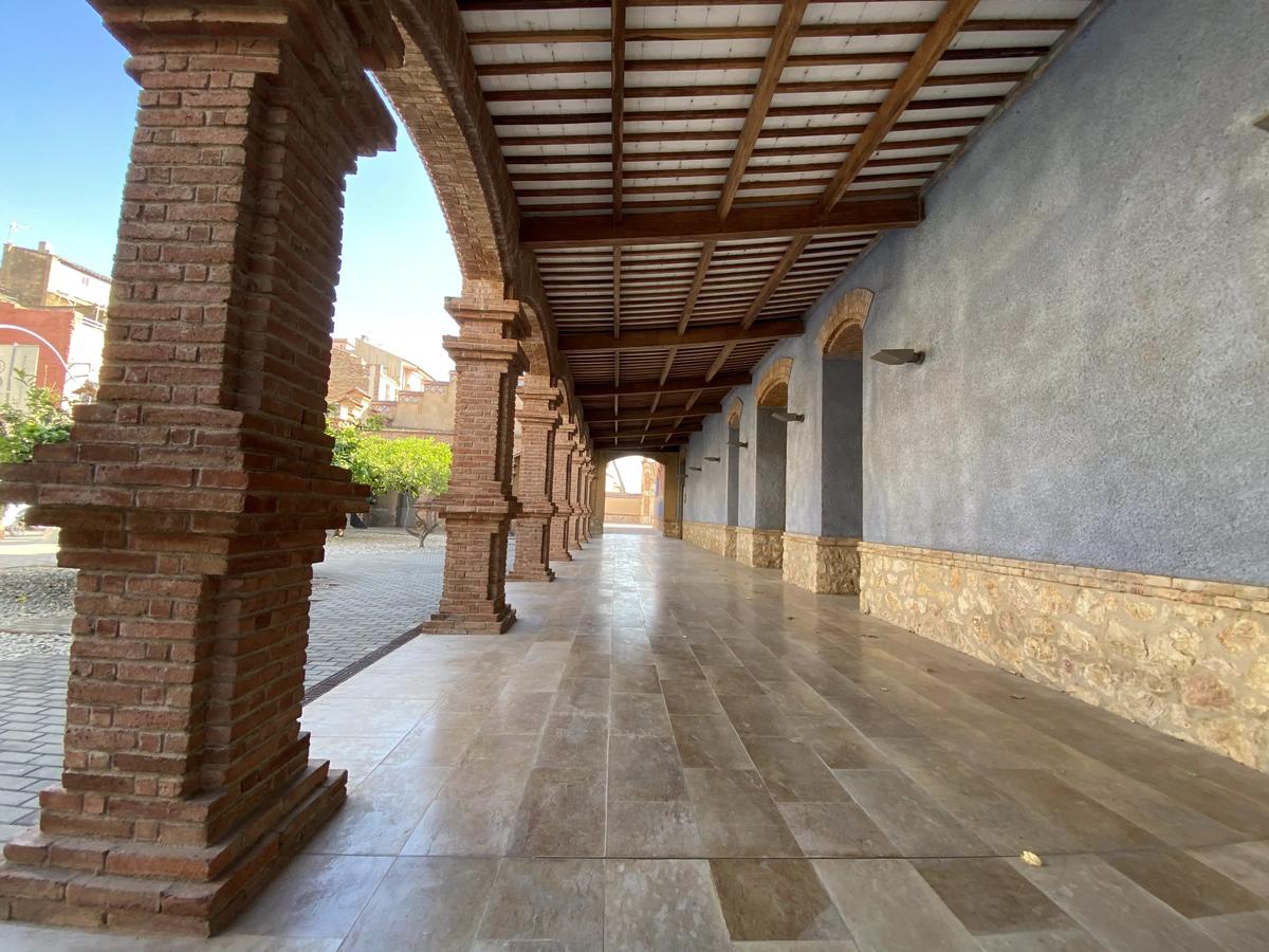 Pasillo exnterior del museo de Tortosa.