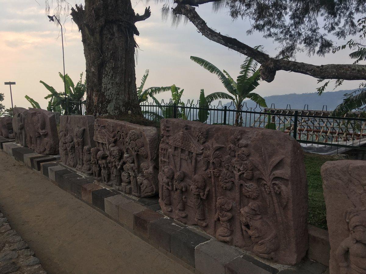 Piezas de arte en Candi Sukuh