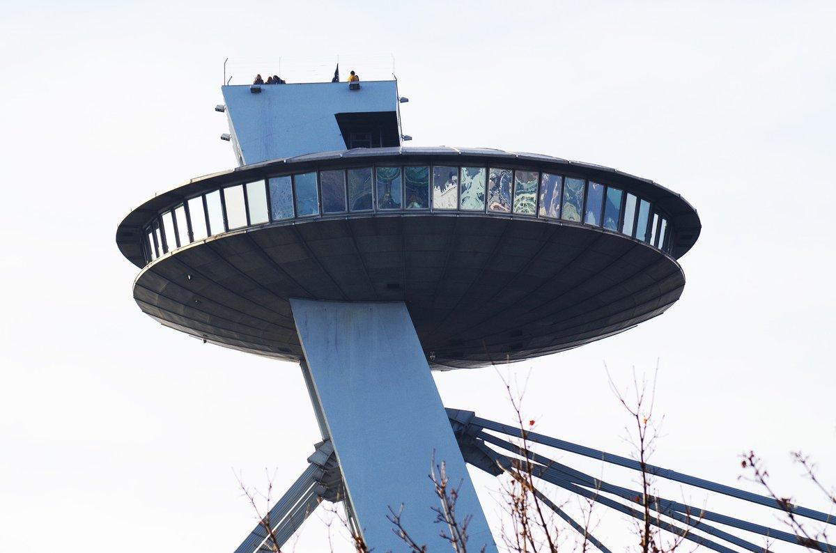 Visa lejana de la plataorma y mirador de observación de la torre de Bratislava.