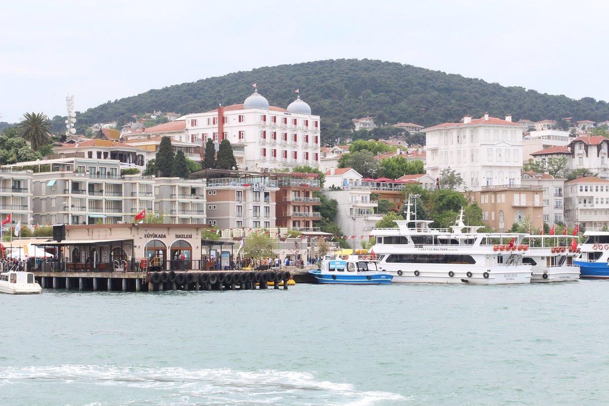 Restaurante flotante en las islas Príncipe turcas.