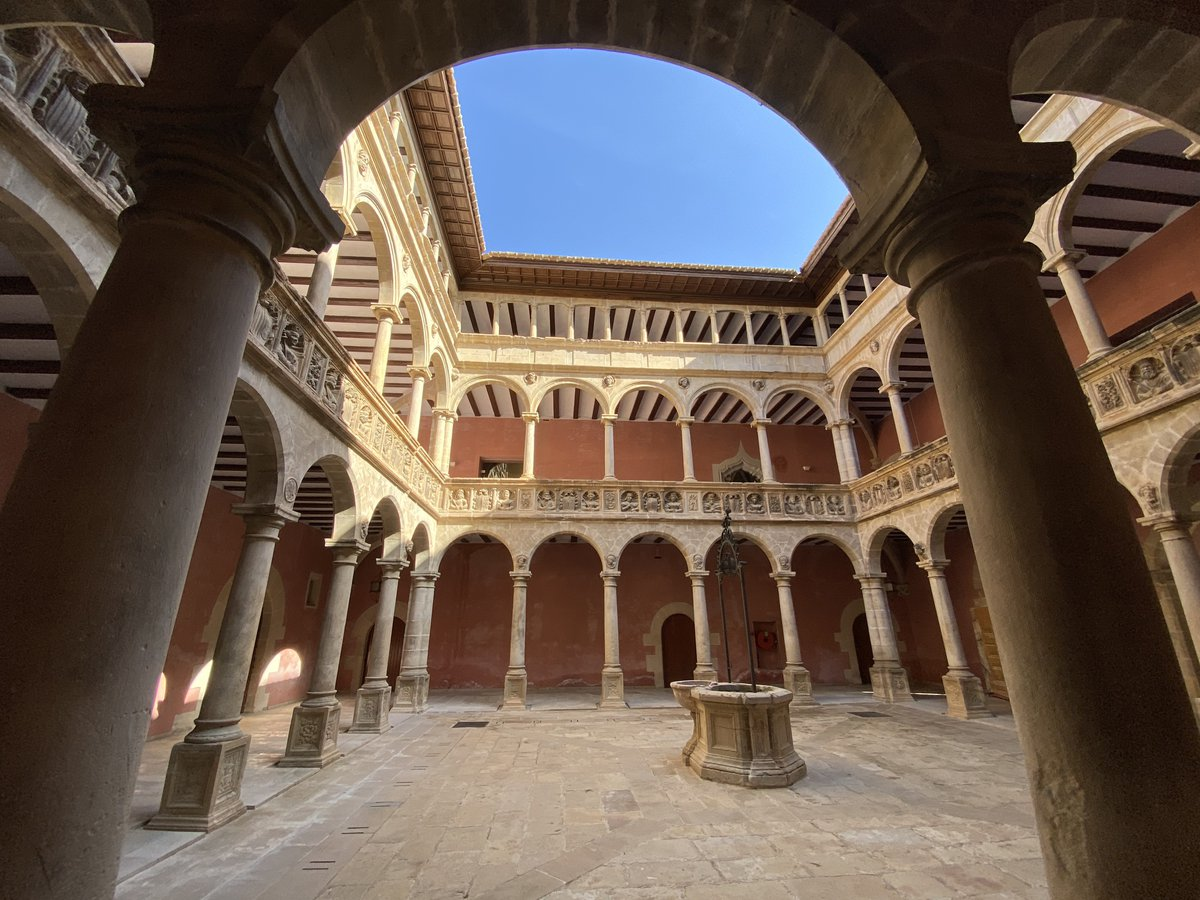 Patio interios del colegio de San Jaime y San Matías, Reales Colegios de Tortosa.