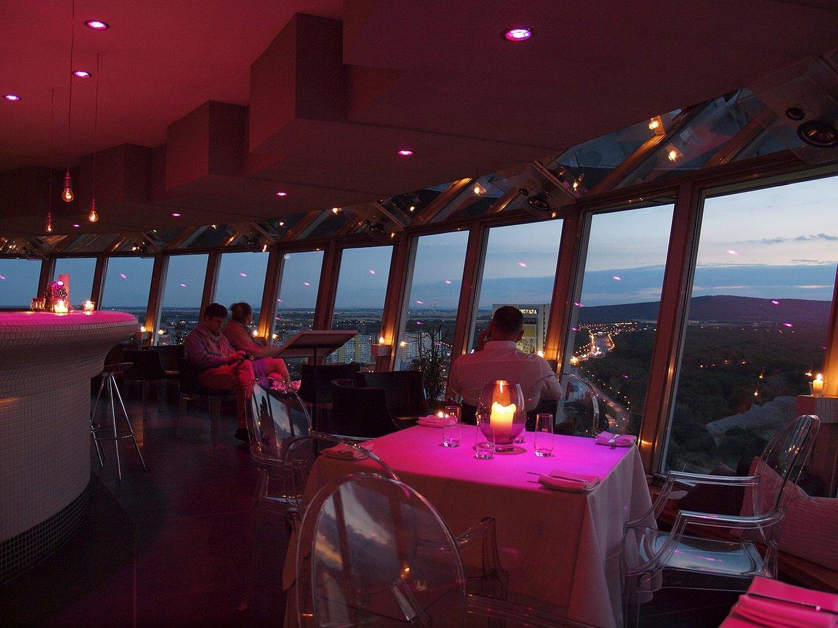 Interior del restaurante UFO de Bratislava.